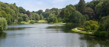 Κήπος και λίμνη Stourhead Στοκ εικόνα με δικαίωμα ελεύθερης χρήσης