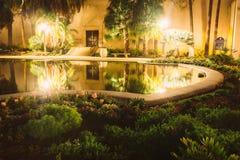 Κήπος και η λίμνη κρίνων τη νύχτα Στοκ Εικόνα