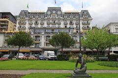 Κήπος και ξενοδοχείο πολυτελείας στη λίμνη Riviera, Μοντρέ, Switze της Γενεύης Στοκ Φωτογραφία