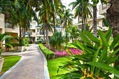 Κήπος και ξενοδοχείο οικοδόμησης στοκ φωτογραφίες