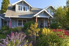 Κήπος και σπίτι Gresham Όρεγκον Manicured Στοκ φωτογραφία με δικαίωμα ελεύθερης χρήσης