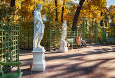 Κήπος μέχρι το φθινόπωρο στην Αγία Πετρούπολη Στοκ Εικόνα