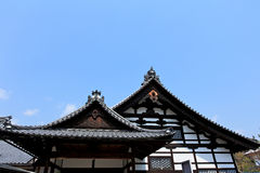 Κήπος στο ναό Kinkakuji ή χρυσό Pavillion στο Κιότο στοκ φωτογραφία με δικαίωμα ελεύθερης χρήσης