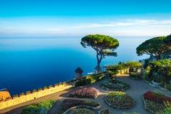 Κήπος της βίλας Rufolo στο χωριό Ravello, ακτή της Αμάλφης στοκ φωτογραφία με δικαίωμα ελεύθερης χρήσης