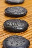 Κήπος της Zen με τις πέτρες στη γραμμή Στοκ Εικόνες