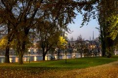 Κήπος του Τορίνου Τουρίνο με τη φυσική άποψη σχετικά με τον ποταμό Po Στοκ Εικόνα