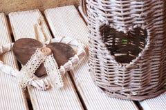 Κήπος φαναριών της καρδιάς και του καρδιά-διαμορφωμένου κρεμαστού κοσμήματος Στοκ εικόνες με δικαίωμα ελεύθερης χρήσης
