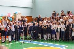 Κίεβο 26.2017 Ουκρανία-Μαΐου: Μαθητές παιδιών στη γραμμή επάνω Στοκ εικόνες με δικαίωμα ελεύθερης χρήσης