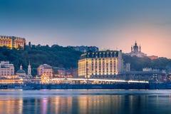 Κίεβο, Ουκρανία - 4 Μαΐου 2018: όμορφο υπόβαθρο, ηλιοβασίλεμα στο Dnieper, που αγνοεί το Podil Στοκ εικόνες με δικαίωμα ελεύθερης χρήσης