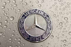 Κίεβο, Ουκρανία - 3 Νοεμβρίου 2017: Έμβλημα κινηματογραφήσεων σε πρώτο πλάνο του σύγχρονου αυτοκινήτου της Mercedes-Benz πολυτέλε Στοκ εικόνα με δικαίωμα ελεύθερης χρήσης
