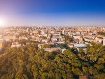 Κίεβο Kiyv Ουκρανία κάτω από την πόλη Κίεβο kiyv Ουκρανία Όμορφο κεφάλαιο Εναέρια φωτογραφία κηφήνων άνωθεν στοκ εικόνες