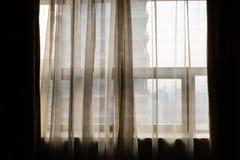 Κίνα, Anting, άποψη παραθύρων μέσω των καθαρών κουρτινών Στοκ Φωτογραφίες