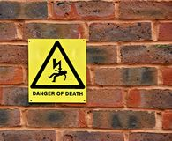 Κίνδυνος του προειδοποιητικού σημαδιού θανάτου Στοκ φωτογραφία με δικαίωμα ελεύθερης χρήσης