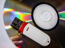 Κίνηση λάμψης USB και CD Στοκ φωτογραφίες με δικαίωμα ελεύθερης χρήσης