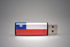 Κίνηση λάμψης Usb με τη εθνική σημαία της Χιλής στο γκρίζο υπόβαθρο Στοκ φωτογραφία με δικαίωμα ελεύθερης χρήσης