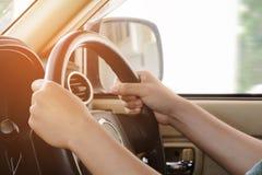 κίνηση ατόμων ένα αυτοκίνητο Στοκ εικόνες με δικαίωμα ελεύθερης χρήσης