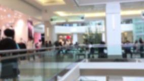 Κίνηση θαμπάδων των ανθρώπων που ψωνίζουν μέσα στη λεωφόρο αγορών Burnaby απόθεμα βίντεο