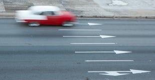 Κίνηση-θολωμένες κινήσεις του 1950 ` s Chevy στο δρόμο στην Αβάνα, Κούβα Στοκ Εικόνες
