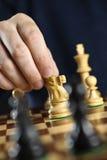κίνηση ιπποτών χεριών σκακι& Στοκ Φωτογραφίες