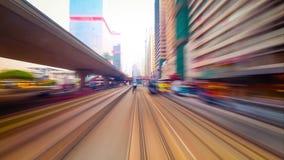 Κίνηση μέσω της φωτεινής σύγχρονης οδού πόλεων με τους ουρανοξύστες Χρονικό σφάλμα Χογκ Κογκ