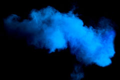 Κίνηση παγώματος της μπλε έκρηξης σκόνης Στοκ Εικόνες