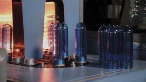 Κίνηση προσχηματισμών της PET στη θέρμανση της γραμμής φούρνων στη γρήγορη ταχύτητα Πλαστική παραγωγή μπουκαλιών φιλμ μικρού μήκους