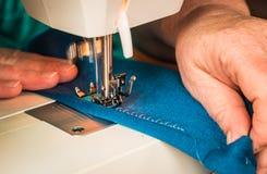 Κίνηση ράβοντας μηχανών Στοκ Φωτογραφίες