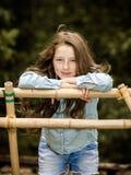 Κίνηση στην ενηλικίωση υπαίθριο πορτρέτο κοριτσιών εφηβικό στοκ εικόνα