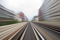 Κίνηση ταχύτητας στην αστική οδική σήραγγα εθνικών οδών Στοκ εικόνες με δικαίωμα ελεύθερης χρήσης