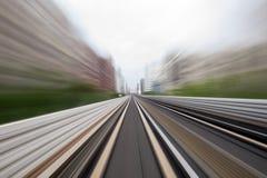 Κίνηση ταχύτητας στην αστική οδική σήραγγα εθνικών οδών Στοκ Εικόνες