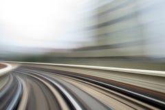 Κίνηση ταχύτητας στην αστική οδική σήραγγα εθνικών οδών Στοκ Φωτογραφίες