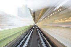 Κίνηση ταχύτητας στην αστική οδική σήραγγα εθνικών οδών Στοκ φωτογραφίες με δικαίωμα ελεύθερης χρήσης