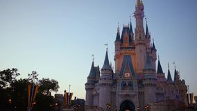Κίνηση της κάμερας 180 βαθμού σε Cinderella Castle στο μαγικό βασίλειο φιλμ μικρού μήκους