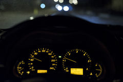 Κίνηση 50km/h νύχτας Στοκ Εικόνα
