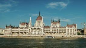 Κίνηση Timelapse: Η οικοδόμηση του Κοινοβουλίου της Βουδαπέστης, Ουγγαρία Hyperlapse μια σαφή ηλιόλουστη ημέρα απόθεμα βίντεο