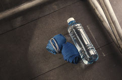 Κίνητρο ικανότητας Επίδεσμοι και νερό Καλύτερο σώμα και υγεία Στοκ Φωτογραφία