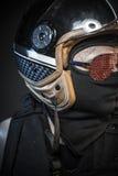 Κίνδυνος, δολοφόνος με το κράνος μοτοσικλετών και πυροβόλα όπλα Στοκ φωτογραφίες με δικαίωμα ελεύθερης χρήσης