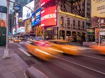 Κίτρινα αμάξια πόλεων της Υόρκης, Times Square Στοκ Φωτογραφίες