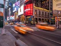 Κίτρινα αμάξια πόλεων της Υόρκης, Times Square Στοκ εικόνα με δικαίωμα ελεύθερης χρήσης