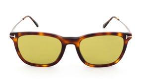 Κίτρινα γυαλιά με την τυπωμένη ύλη λεοπαρδάλεων σε ένα άσπρο υπόβαθρο στοκ φωτογραφίες με δικαίωμα ελεύθερης χρήσης