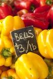 Κίτρινα και κόκκινα πιπέρια κουδουνιών Στοκ εικόνες με δικαίωμα ελεύθερης χρήσης