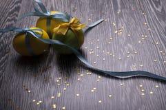 Κίτρινα και πράσινα αυγά Στοκ φωτογραφία με δικαίωμα ελεύθερης χρήσης