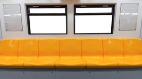 Κίτρινα καρέκλα και παράθυρα στο ηλεκτρικό τραίνο στοκ εικόνα