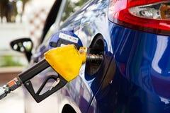 Κίτρινα καύσιμα το αυτοκίνητό σας Στοκ φωτογραφία με δικαίωμα ελεύθερης χρήσης