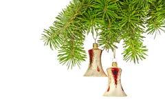 Κίτρινα κουδούνια Χριστουγέννων στο νέο δέντρο έτους Στοκ Εικόνες