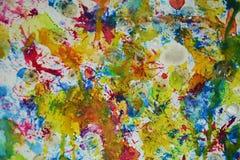 Κίτρινα κόκκινα πράσινα γκρίζα ρόδινα μπλε ζωηρά χρώματα, δημιουργικό υπόβαθρο watercolor χρωμάτων κεριών Στοκ Εικόνες