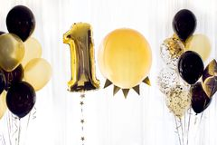 Κίτρινα μαύρα μπαλόνια αριθμός δέκα 10 ηλίου Στοκ Εικόνες