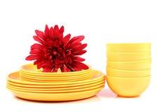 Κίτρινα πιάτα και κύπελλα Στοκ Εικόνα