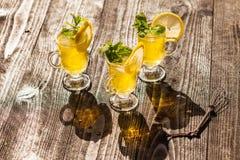 Κίτρινα ποτά Στοκ Εικόνες