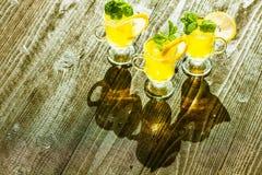 Κίτρινα ποτά Στοκ φωτογραφία με δικαίωμα ελεύθερης χρήσης